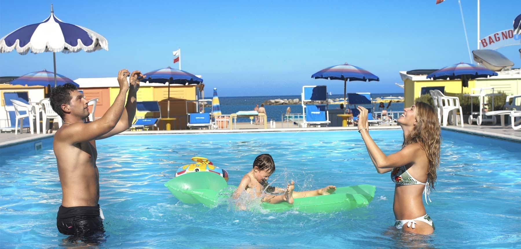 Hotel bellaria igea marina con piscina e istruttore di nuoto 3 stelle hotel italia - Hotel con piscina bellaria ...
